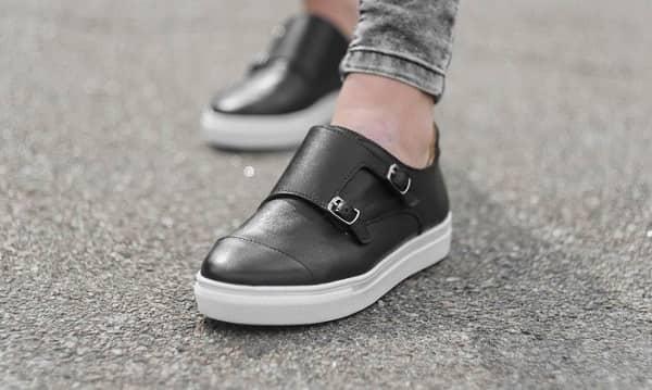 راحتی از مزایای کفش طبی