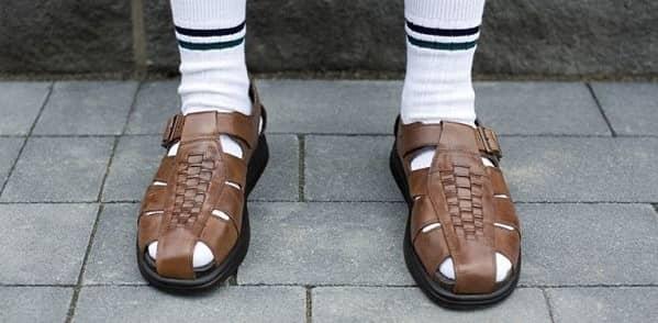 صندل از انواع کفش طبی
